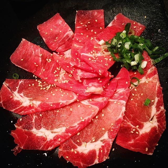 肉!肉!肉! 避免洗版新功能棒棒! #beef #dinner #hungry #food #foodstagram #foodlover #delicious #yummy #bbq #barbecue #pork #eating #life #meal #eat #meat  #iphonephotography #台湾 #写真 #料理 #松阪豬 #烤肉 #燒肉 #牛肉 #肉 #吃貨 #美食 #晚餐 #美味しい #新橋燒肉