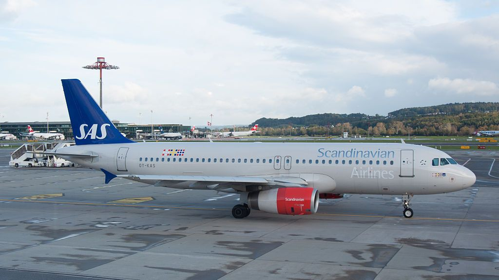 Oy Kas Scandinavian Airlines Sas Airbus A320 232 Igulfast Viking Taxiing To Runway 32 For Tak Sas Airlines Fleet Airbus