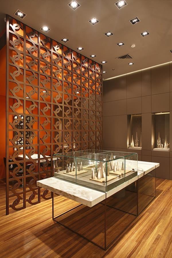 e45d60055b1 Cristovam Joalheria | Galeria da Arquitetura | golden shop em 2019 ...