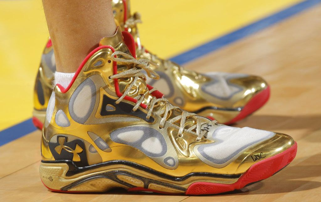 e6ab43a67cd2 Stephen Curry wearing Under Armour Anatomix Spawn Awards Season ...