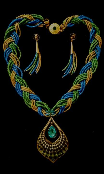 Blue turquoise, green turquoise and Gold.