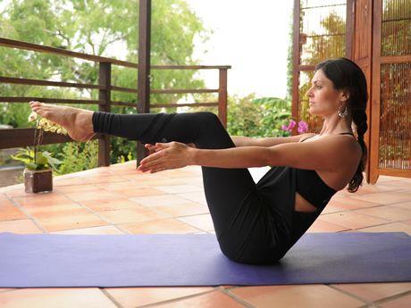 4 yoga poses to lose love handles  lose love handles