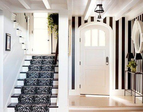 decoración con estilo en blanco y negro para el recibidor