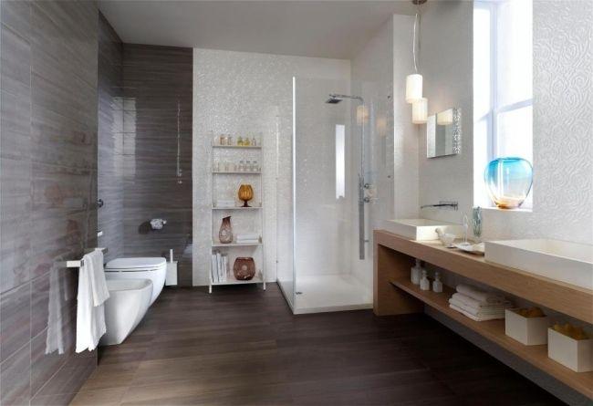 Moderne Badgestaltung Fliesen Weiß Hochglanz Grau Glas Duschkabine Holz