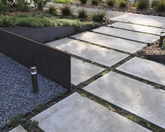 Dalles béton dans le jardin – 20 idées originales à essayer ...