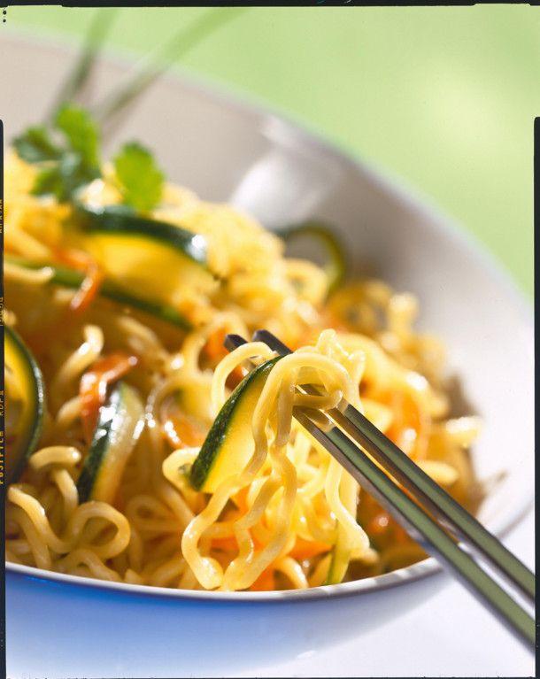 Unser beliebtes Rezept für Chinanudeln mit Möhren-Zucchini-Gemüse und mehr als 55.000 weitere kostenlose Rezepte auf LECKER.de.