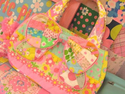 Pinks web cute bow bag