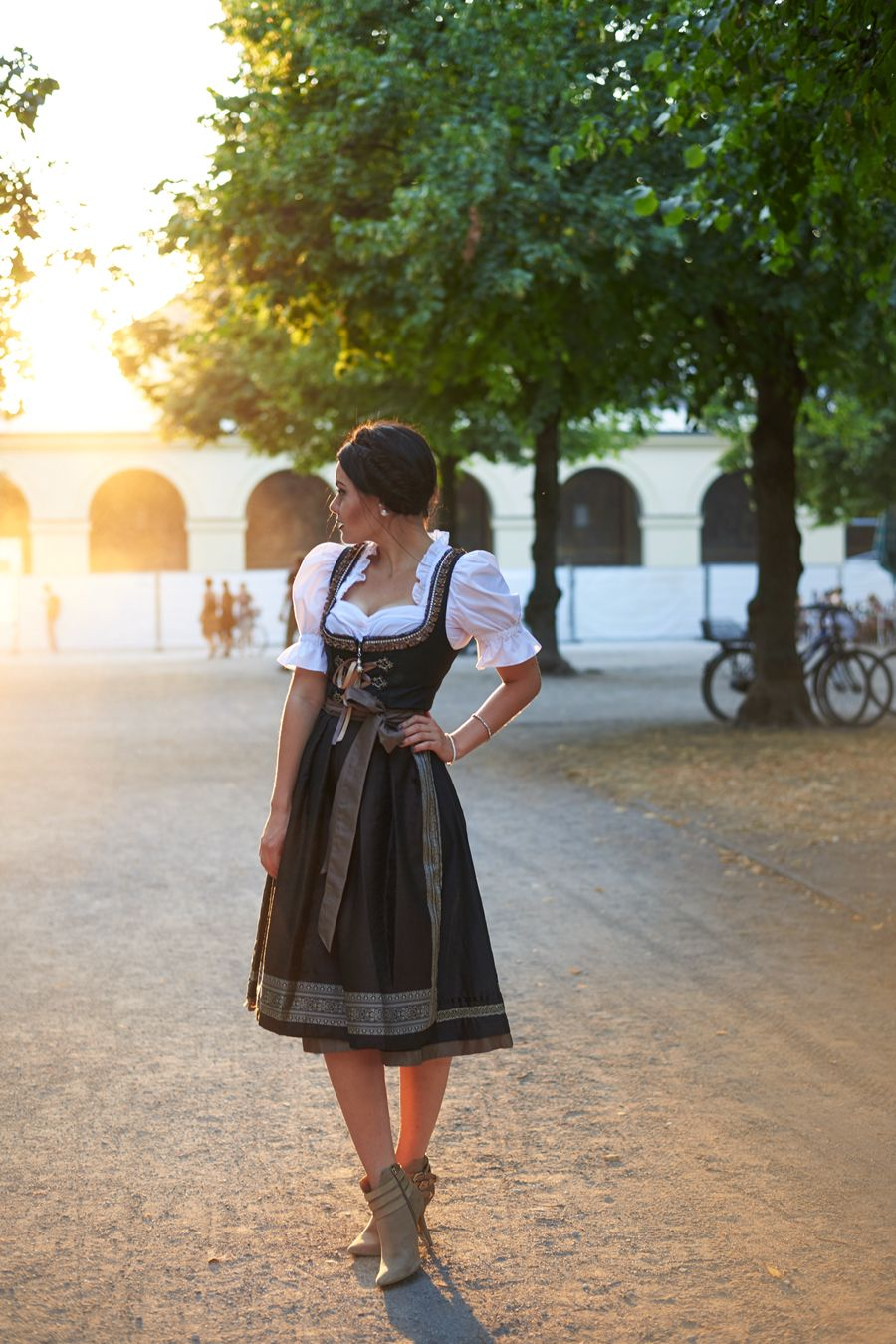 fashion blog fashionblogger m nchen deutschland munich oktoberfest wiesn dirndl outfit blogger. Black Bedroom Furniture Sets. Home Design Ideas