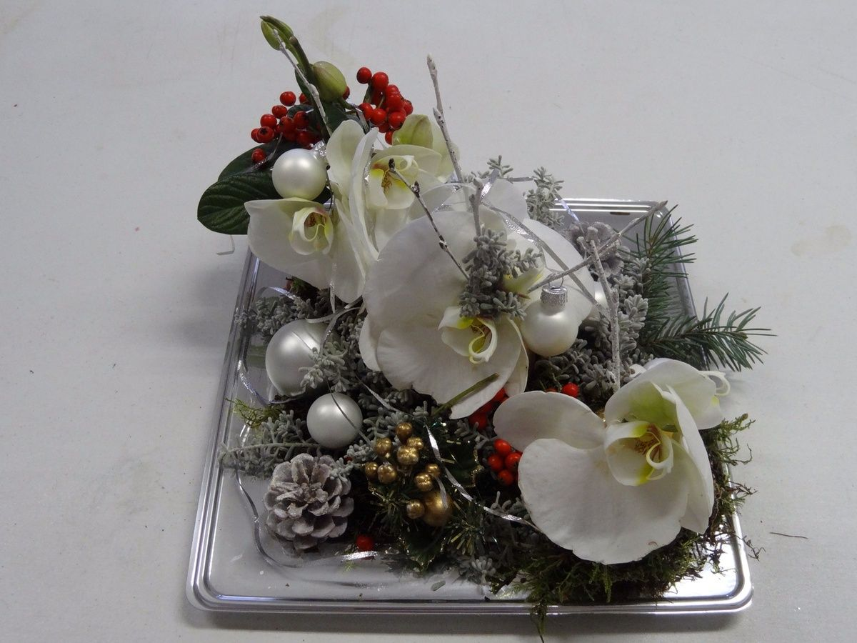 composition florale de no l orchid es blanches les orchid es et plateau. Black Bedroom Furniture Sets. Home Design Ideas