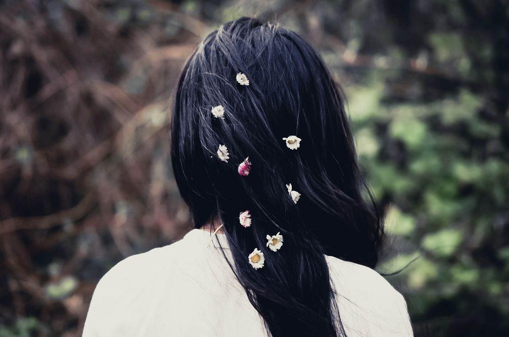 Фото Девушка с ромашками в волосах | Волосы, Ромашки ...