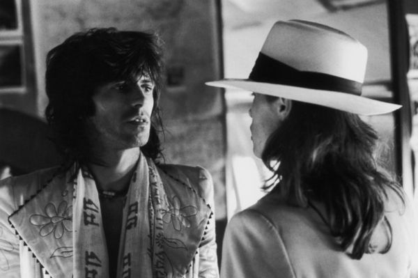 Keith Richards with Uschi Obermaier during the Rolling Stones Tour of the Americas, 1975. (Photo by Christopher Simon Sykes)
