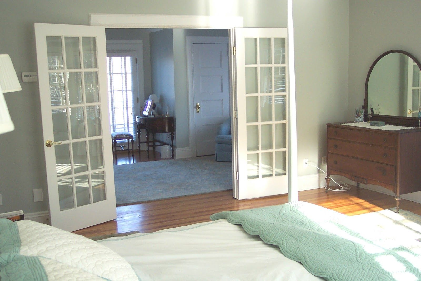 great color schemes for decorating The bedroom suite below uses