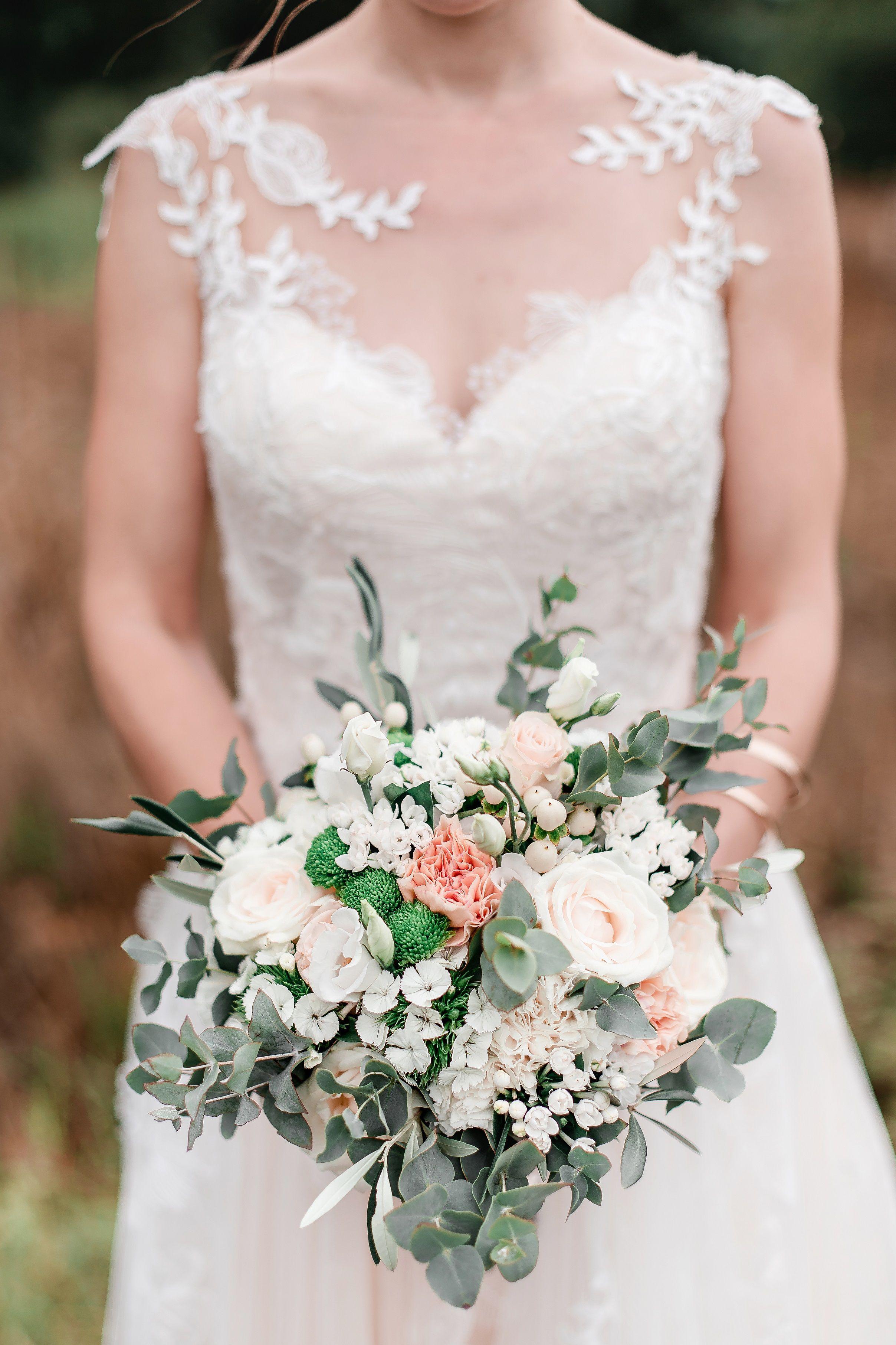 Ein wunderschöner Brautstrauß im Boho-Chic. Konzept ...