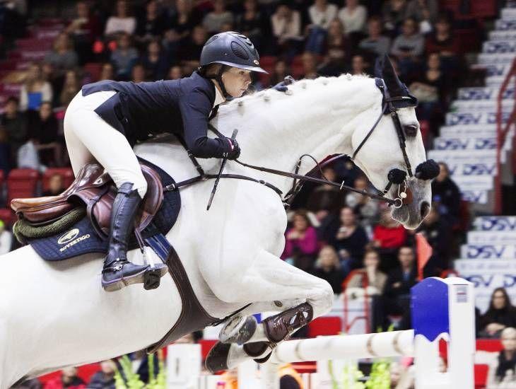 <p>Horse Showssa joukko Rion mitalisteja ja meidän oma Anna-Julia Kontio molemmilla tähtiratsuillaan</p>