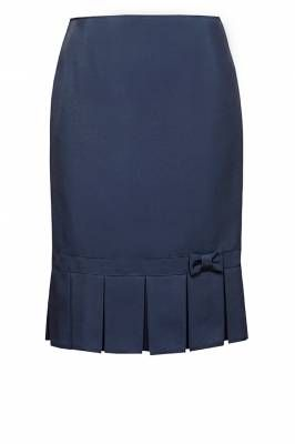 Skirt with big pleats at the bottom and a small ribbon