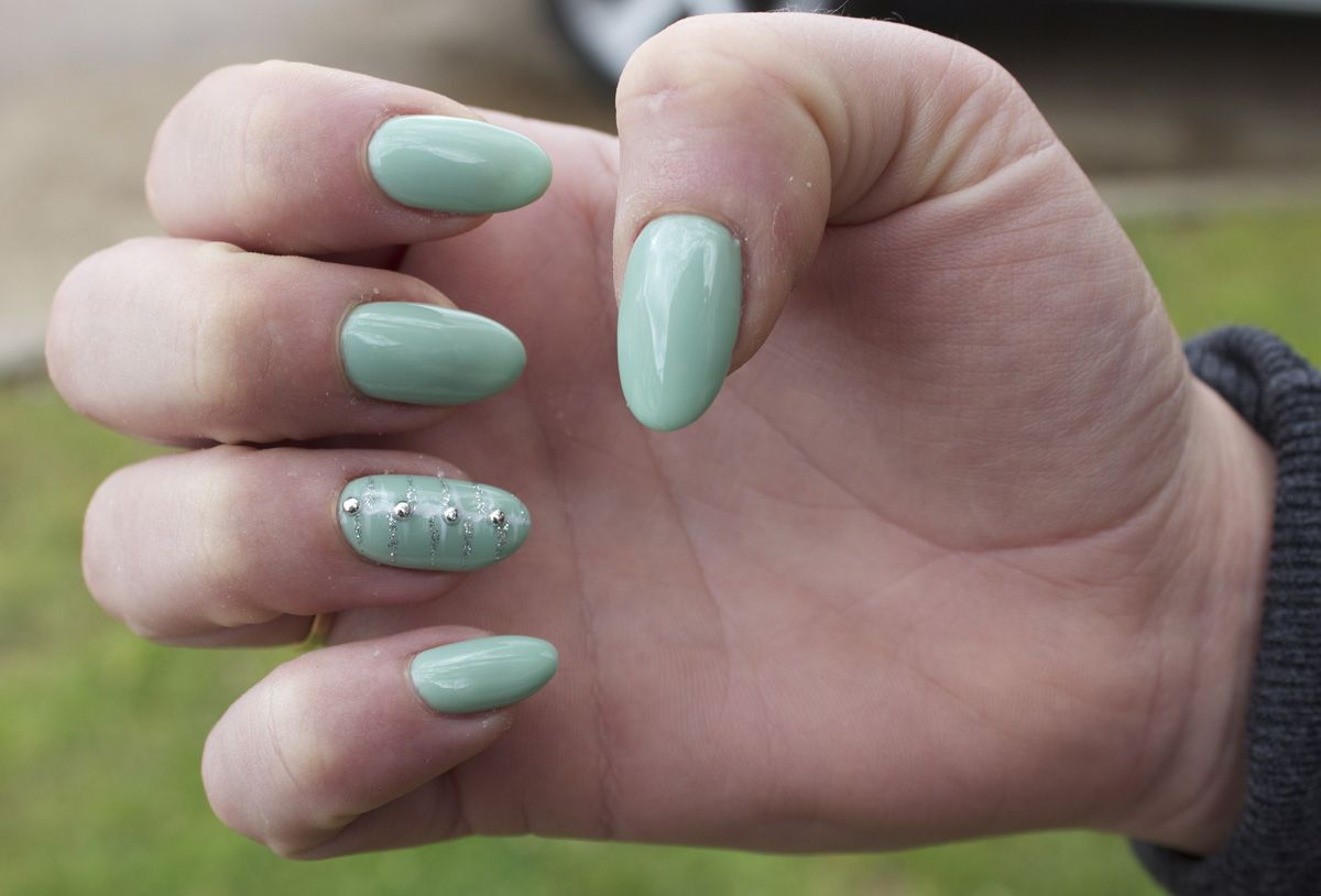 Mint green almond shaped nails! | Nails! | Pinterest