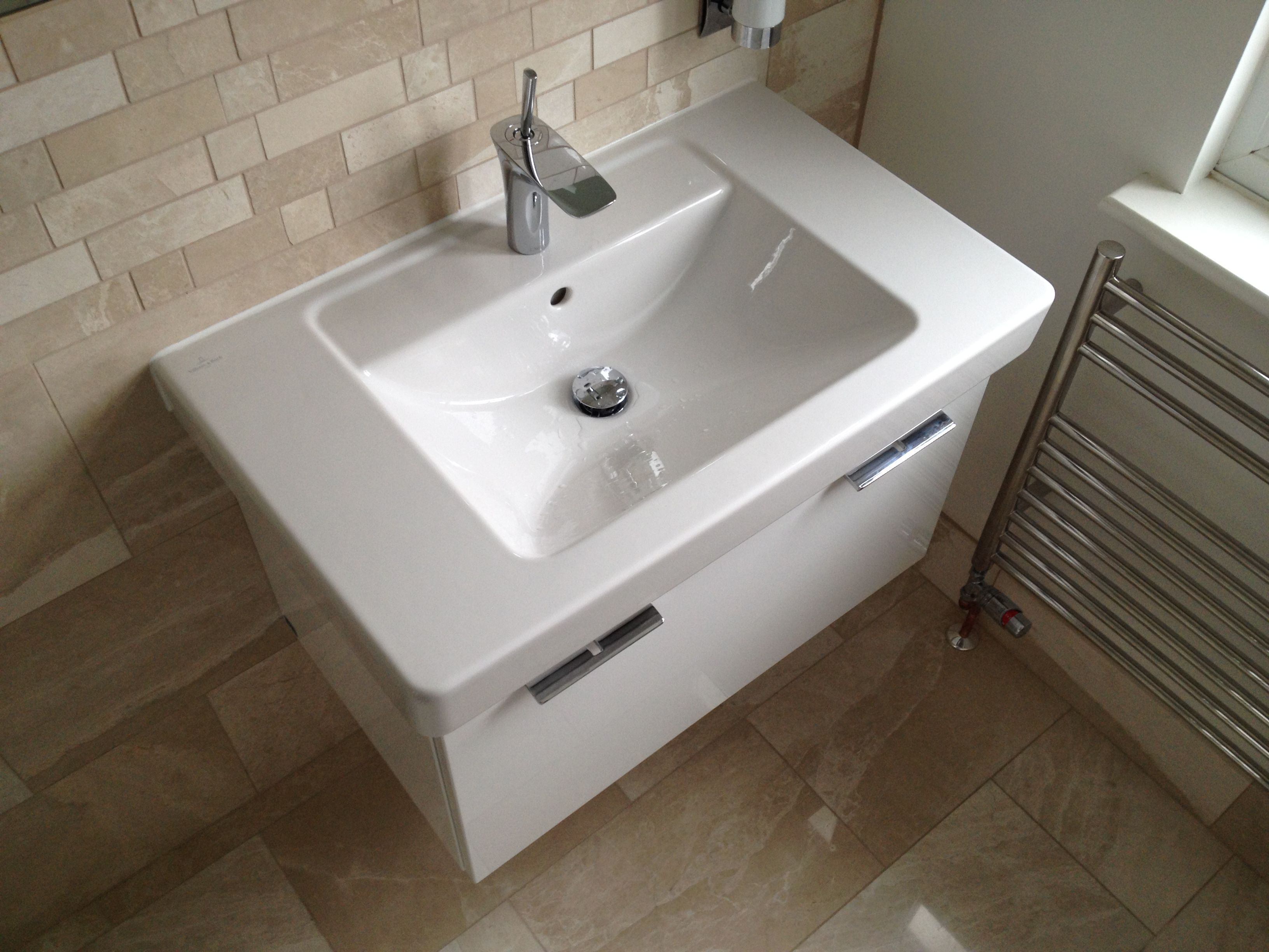 Villeroy & Boch basin with Hansgrohe tap installed by AQUANERO ...