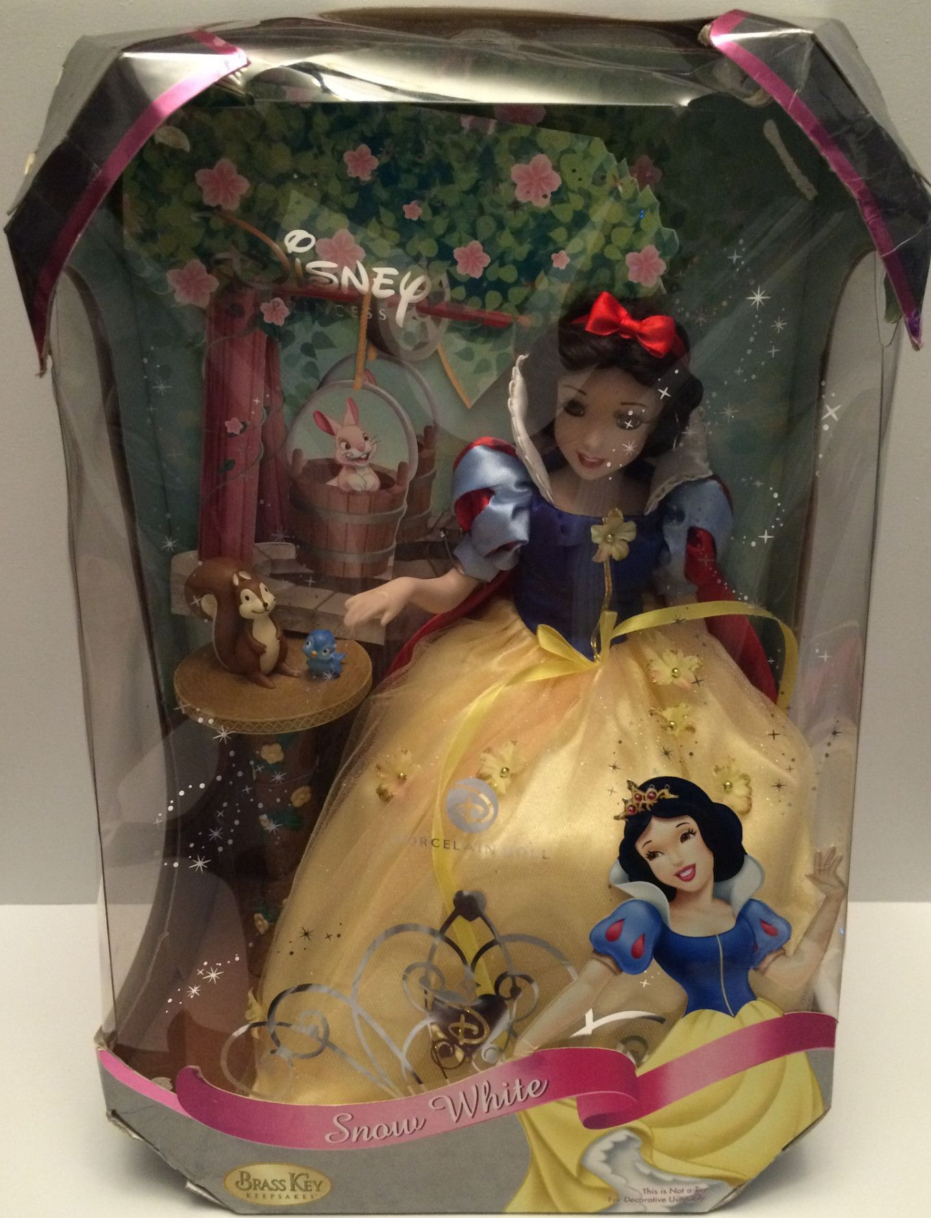 (TAS031238) - 2007 Disney Princess Porcelain Snow White Doll