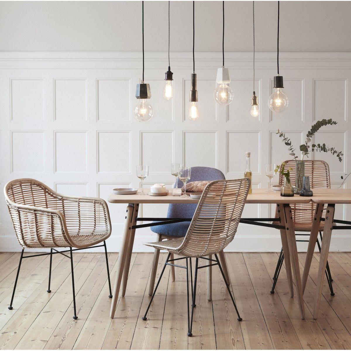 meuble design. chaise en rotin naturel avec accoudoirs