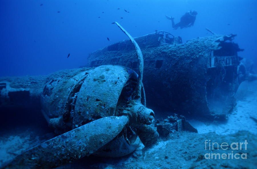 sunken ships and planes   Sunken B17 Airplane Wreck ...
