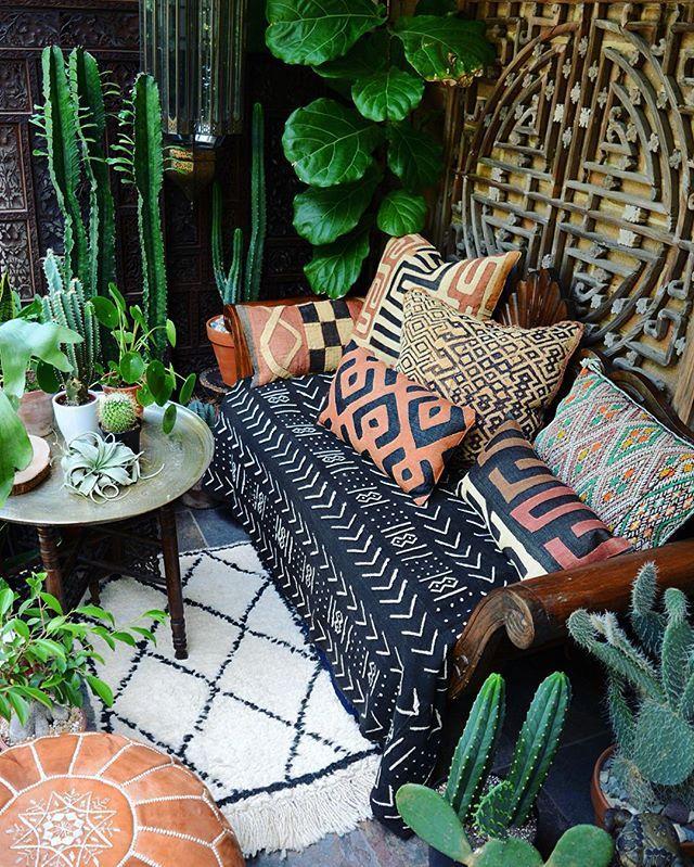 Pflanzen Und Ethno Muster Im Boho Look Auf Dem Balkon Garten