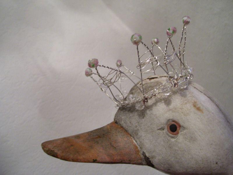 Deko-Objekte - Vintage Krone ,Zarte Unikate ,kleines Krönchen - ein Designerstück von GlueckstagsVintageProettelchen bei DaWanda