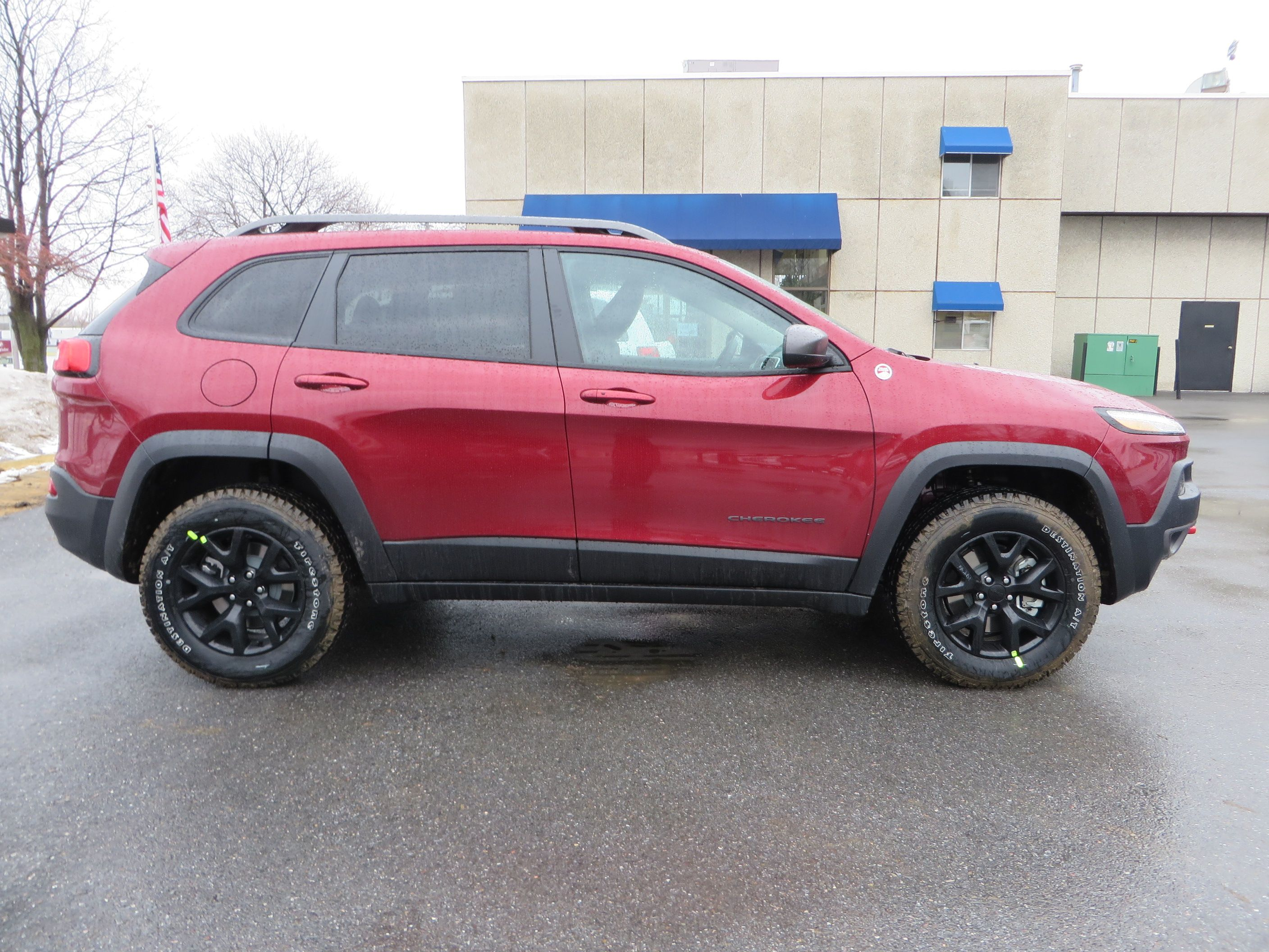 2015 jeep cherokee trailhawk in cherry red with black wheels 2015 jeep cherokee pinterest. Black Bedroom Furniture Sets. Home Design Ideas