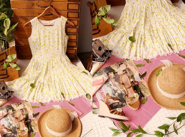 Robes courtes, Sleeveless mini floral dress
