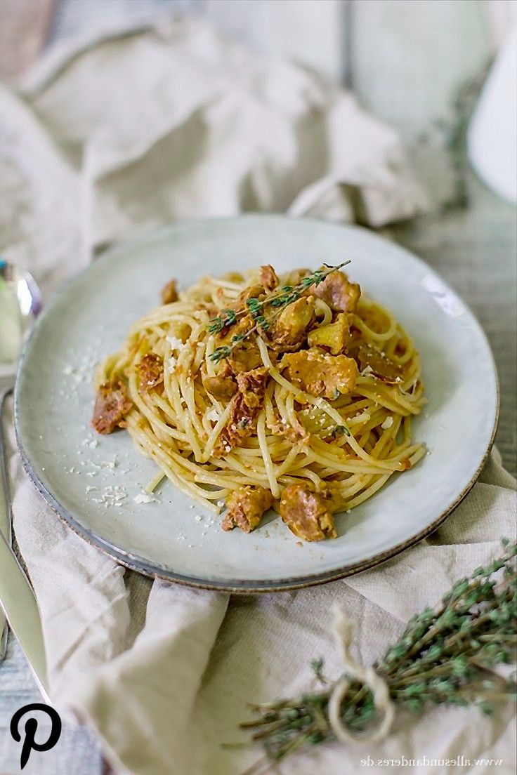 Spaghetti mit frischen Pfifferlingen in TomatenSahneSauce Spaghetti mit frischen Pfifferlingen in TomatenSahneSauce
