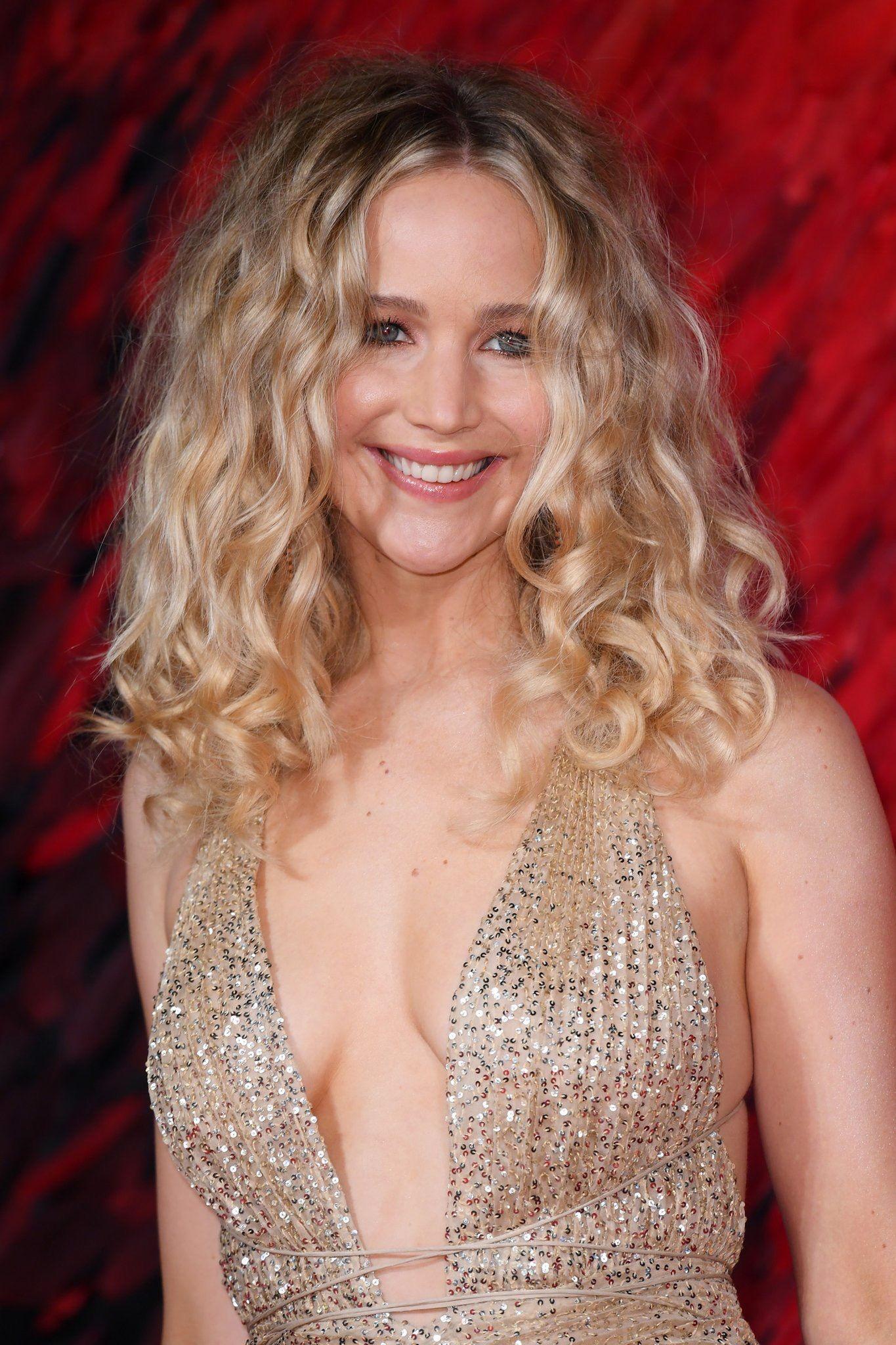 Jennifer Lawrences Red Sparrow Premiere Gown Was Fit
