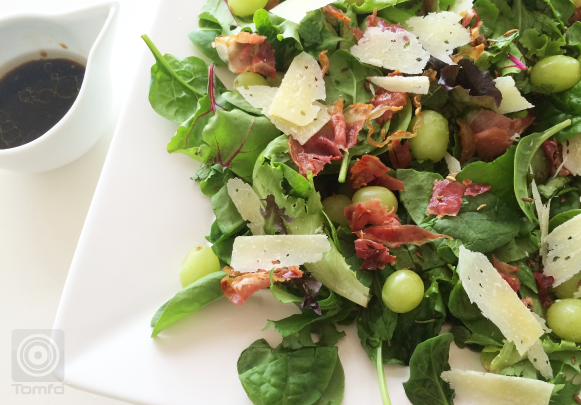 Jamie Oliver's Herby Salad with grapes, prosciutto and fennel seeds - TOMFO