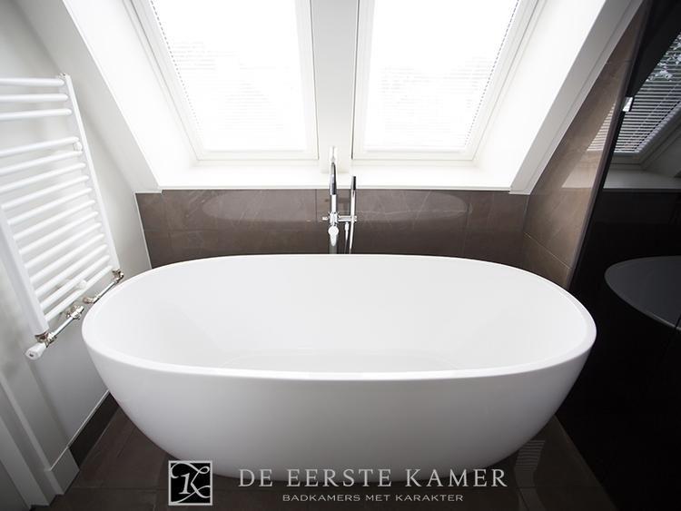 Kleine badkamer, vrijstaand bad | Vrijstaande baden | Pinterest ...