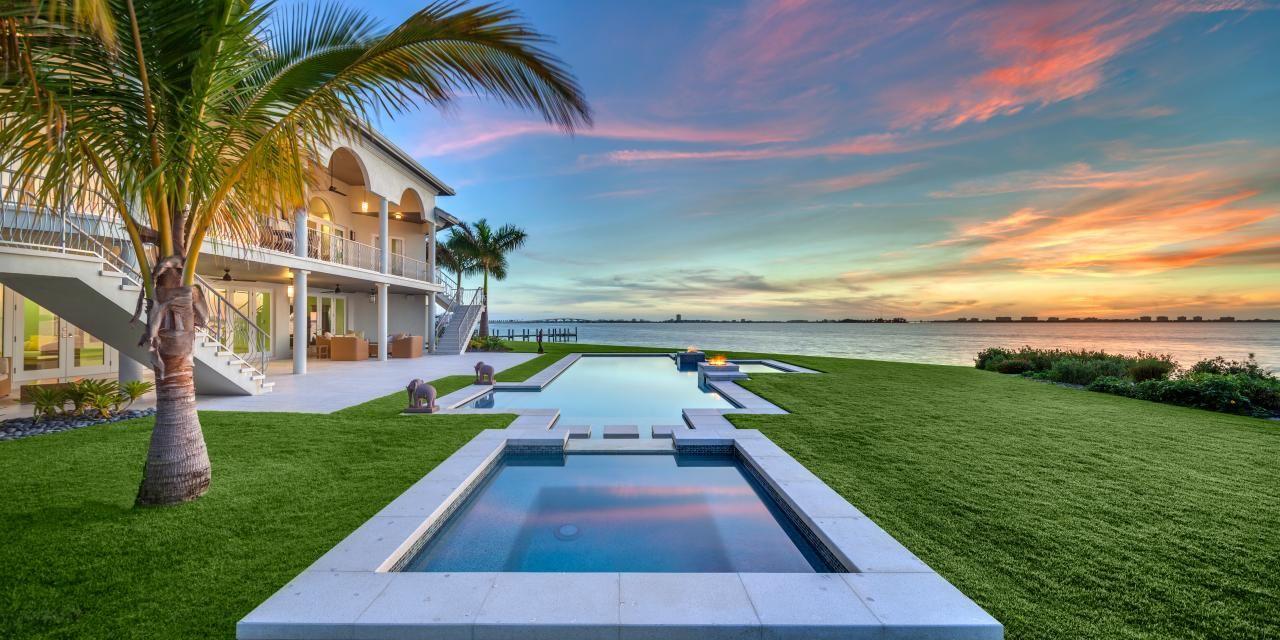 Striking Pool Spa At Oceanside Home In Sarasota Fla Ocean Front Homes Florida Pool Spa Pool