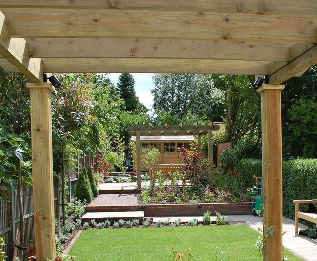 Long thin garden design crowthorne berkshire garden for Garden design for narrow gardens