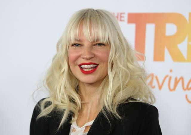 Sia Furler: Net Worth, Age, Acting, Youtube, Music (Career) | General | Pinterest