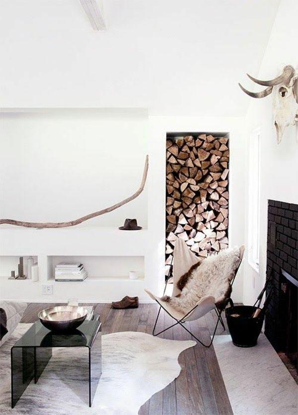 Landhausstil Wohnzimmer Modern Einrichten Holzmöbel Fellteppich Kamin