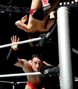 SmackDown 8/9/13: Daniel Bryan vs. Wade Barrett