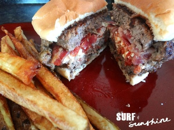 Feta and Sun-Dried Tomato Stuffed Burger #Recipe Find more details at http://yumwow.com/posts/Feta-and-Sun-Dried-Tomato-Stuffed-Burger-Recipe-37028