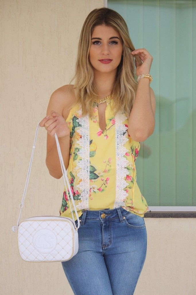 802802133 Blusa amarela com renda e estampa romântica! | Looks Maison Carmen ...