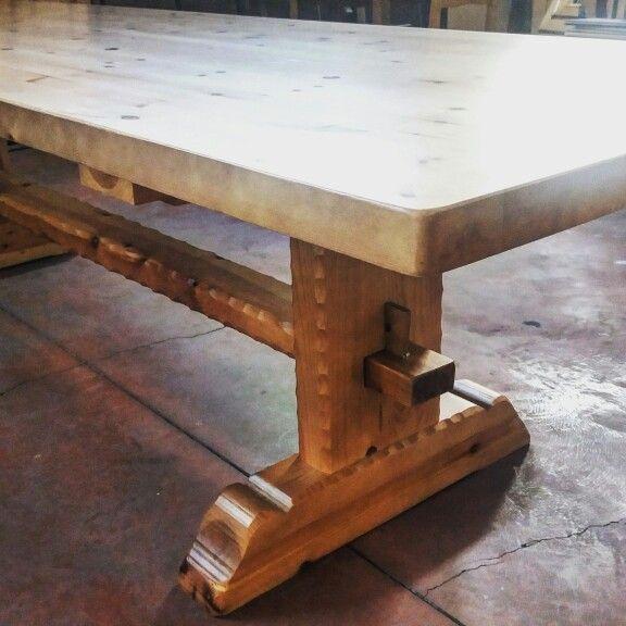 Mesa de madera modelo francia fabricada en madera maciza for Mesa cocina madera maciza