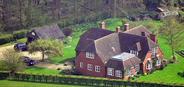 Royalty Kate Middleton S Family Home In Bucklebury Berkshire