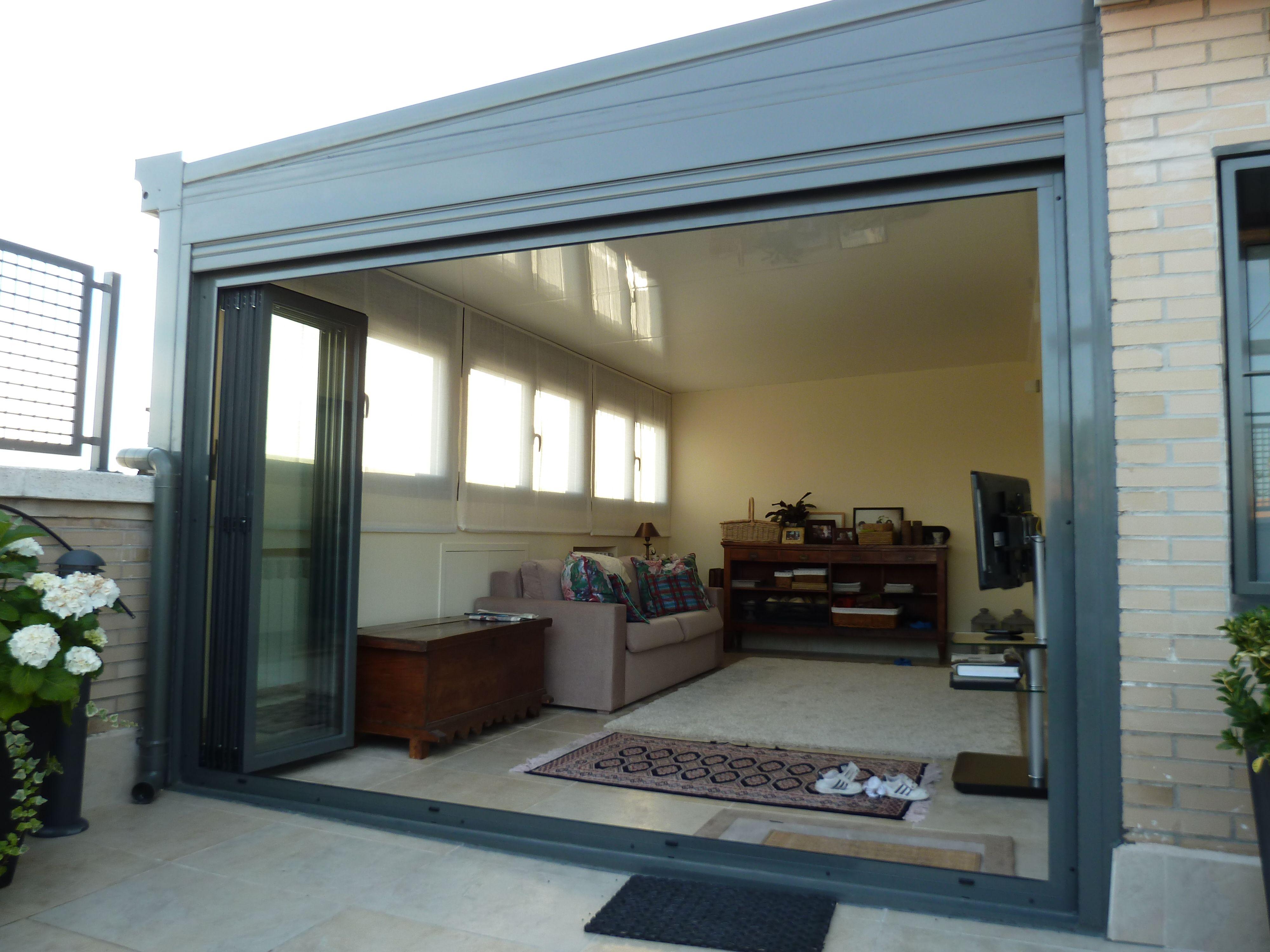 Techo fijo panel sandwich y plegable ventanas abatibles - Techos de aluminio para terrazas ...