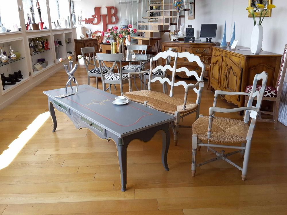 Salon de Thé Table longue pieds de biche Entremondes Espace Bonjean
