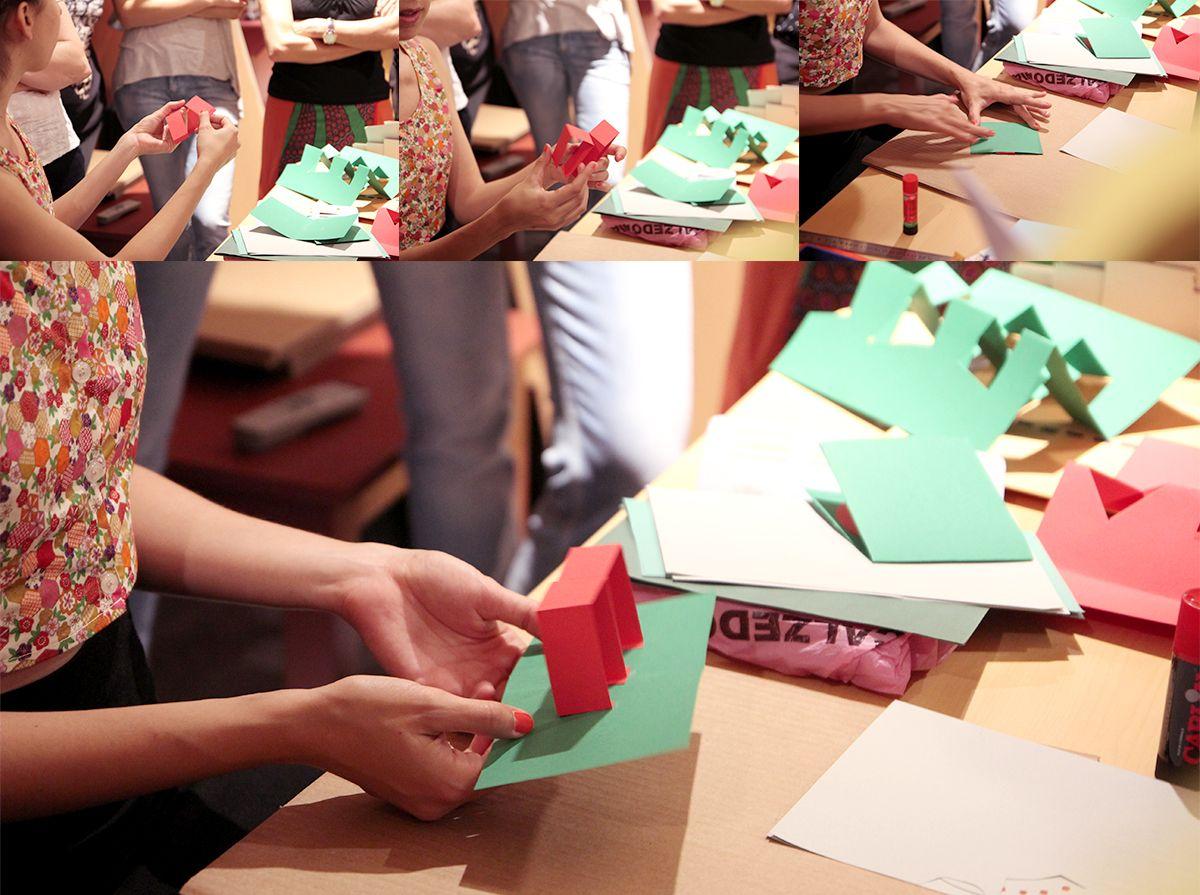 Taller sobre Pop Up Desplegar un Nuevo Mundo en la Biblioteca Nacional - Ana Pez explicando mecanismos del Pop Up - Cómo hacer un edificio Pop-up