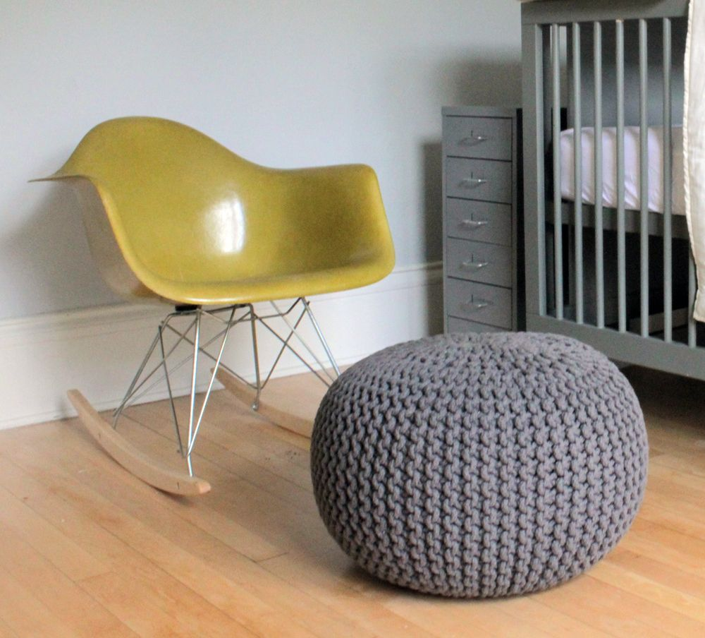 Schaukelstuhl swing insp eames rocking chair rar ahorn - Eames Rocking Chair And Grey Pouf By Deucecities Henhouse