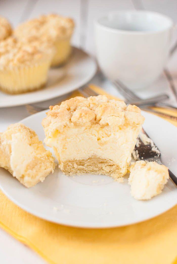 Käsekuchen-Muffins mit Streuseln | Rezept | Käsekuchen muffins ...