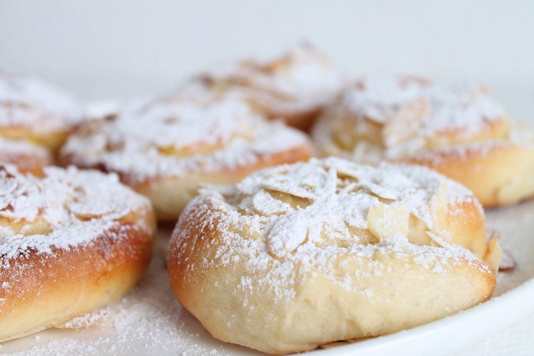 Fluffige Puddingschnecken mit Mandeln