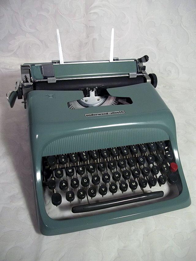 sold vtg underwood olivetti studio 44 manual portable typewriter w rh pinterest com au Olivetti Lettera Typewriter Yellow Olivetti Typewriters