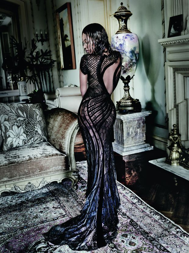 Beyoncé in Atelier Versace in 'Vogue''s 2015 September issue. Photo: 'Vogue'