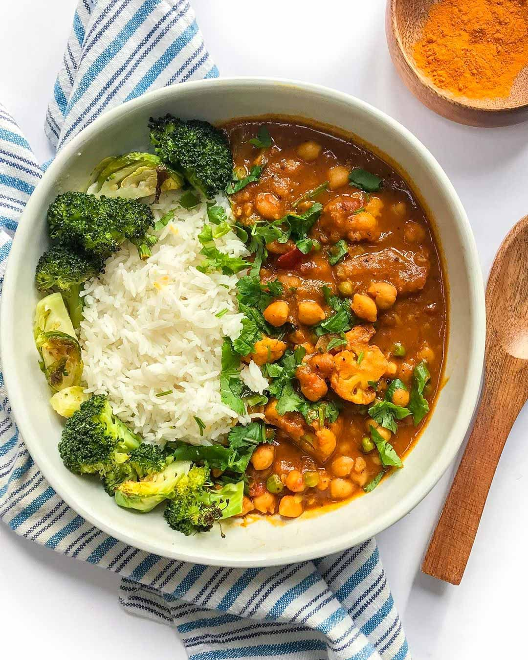Coconut Curry Chickpeas With Cauliflower The Best Vegan Food Recipes Good Old Vegan Recipe In 2020 Coconut Curry Vegan Dinner Recipes Vegan Recipes